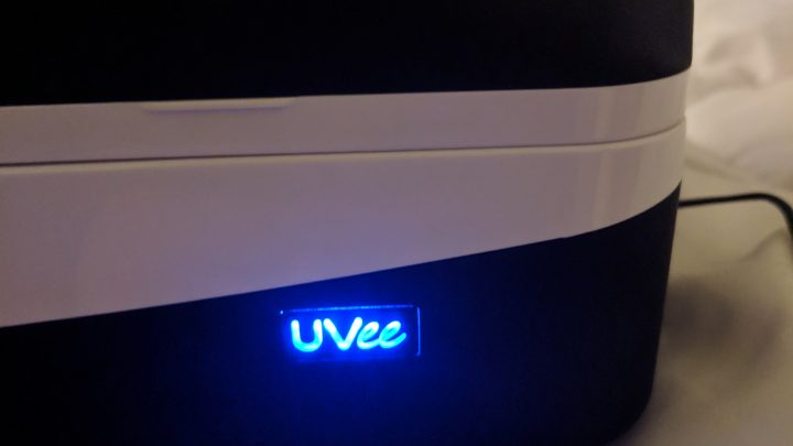 UVee logo glowing while charging